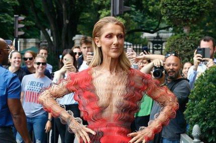 Zpěvačka Céline Dion: Šaty jako terapie
