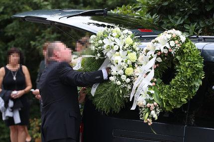 Pohřeb Heleny D. (†47): Růže a píseň od 3 osiřelých dětí!
