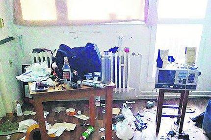 Muž (40) terorizoval sousedy v paneláku: Stěhovali ho 18 let!