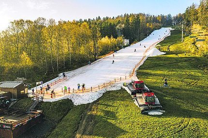 Na Monínci se už lyžuje!