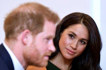 Meghan a Harry v šoku: Nepochopíte, kdo na nich vydělává!