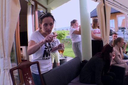Výměna manželek: Špinavé spodky a náhradní manžel v županu!