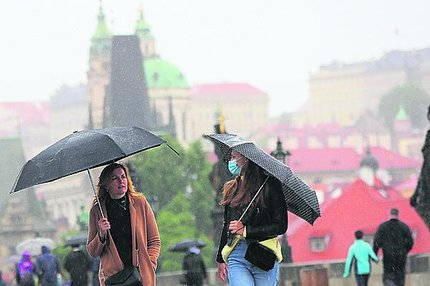 Předpověď počasí: Místo triček svetříky, místo kšiltů deštníky!