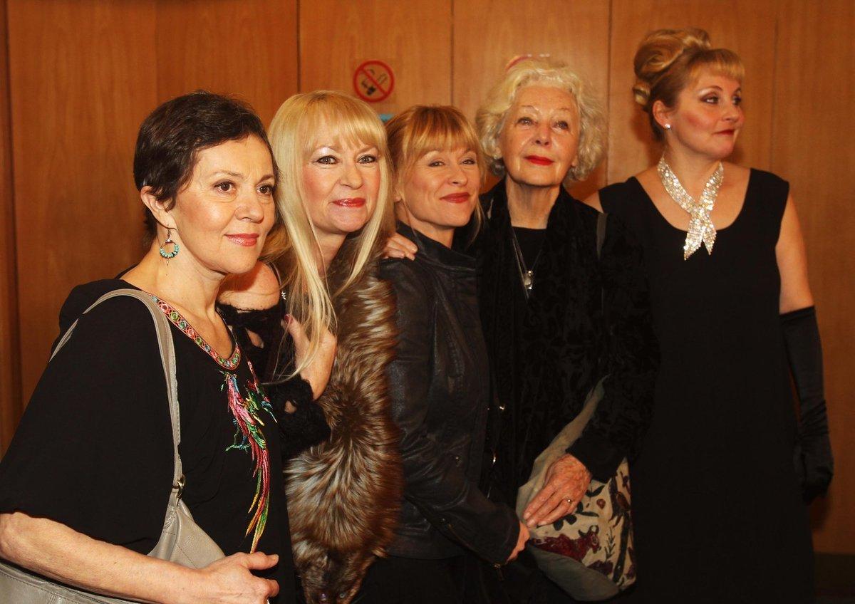 Lenka Termerová, Kateřina Macháčková, Dana Batulková, Květa Fialová a Veronika Gajerová.