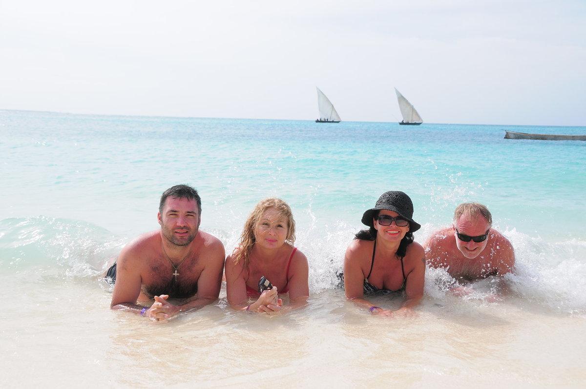 Dovolenou v Zanzibaru strávili se Sobotovými i Světlana Nálepková s přítelem Václavem (vlevo).