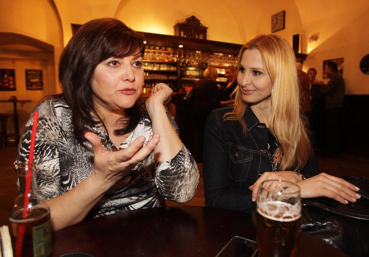 Ilona si dala zodpovědně džus, Ivana malé pivo.