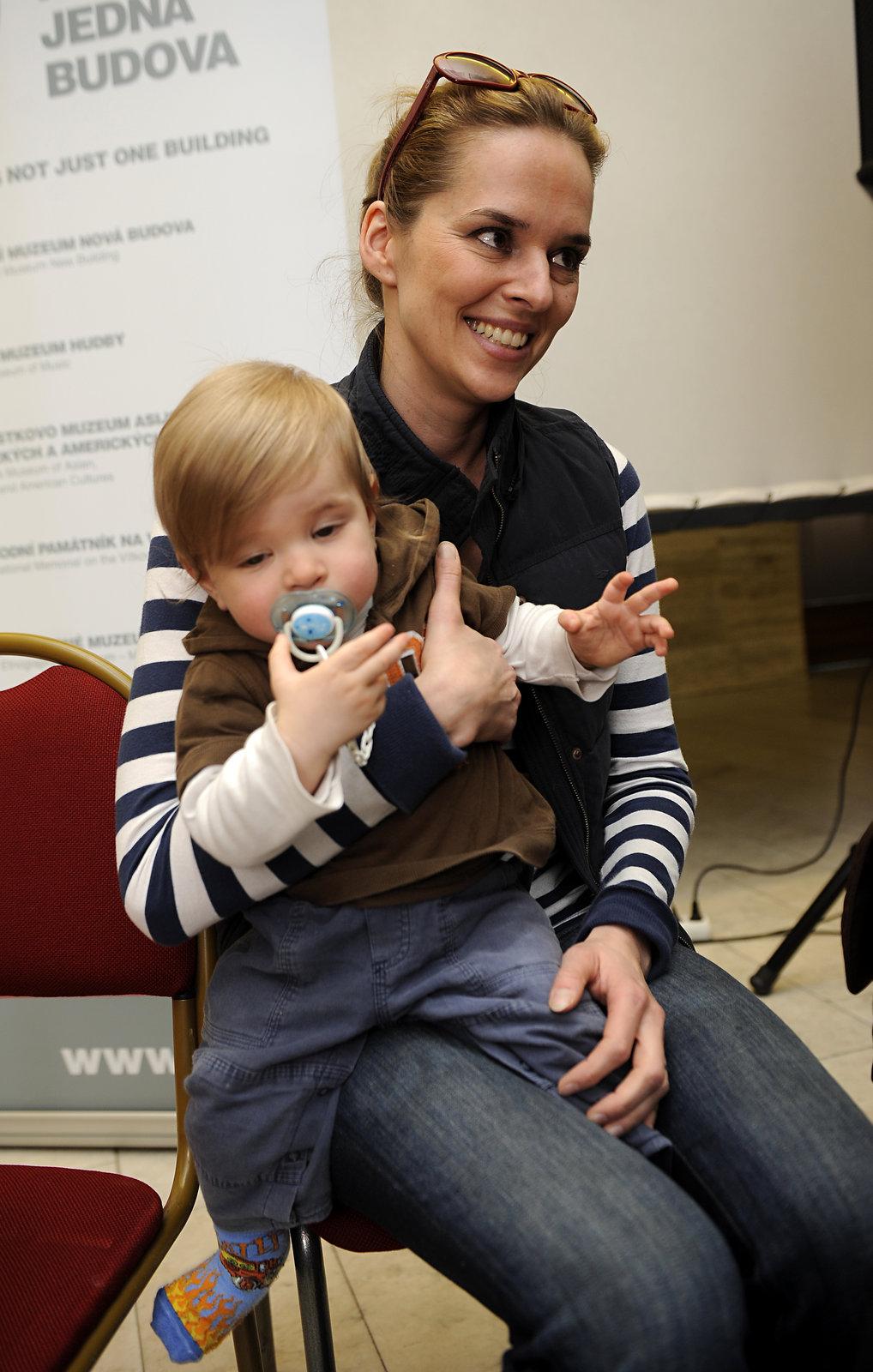 Zárubová poprvé ukázala na veřejnosti svého syna