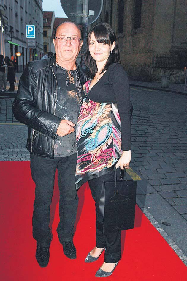 S těhotnou Alicí (2012) - V bříšku je »připravený« dárek k sedmdesátinám Petra Jandy. Rozárka, čtvrtá dcera.