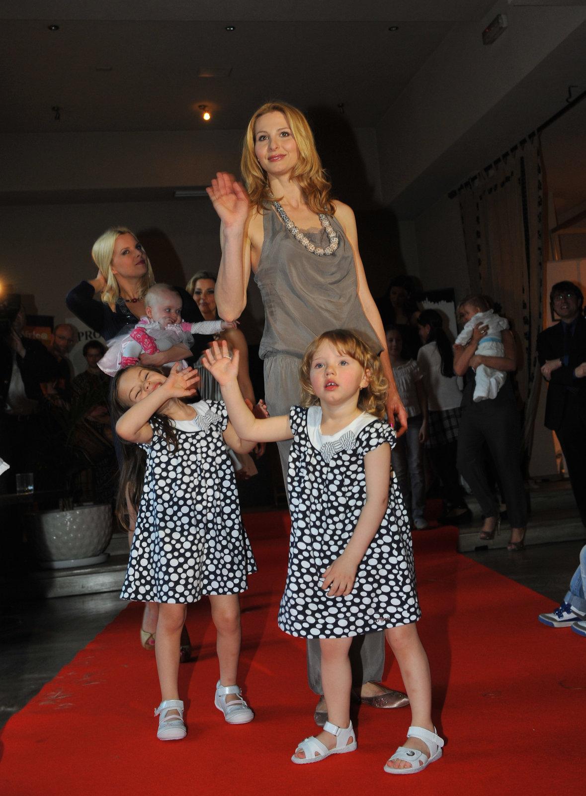 Ivana Gottová s dcerami na módní přehlídce