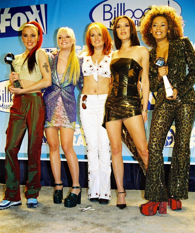 Spice Girls - Melanie Chrisholm, Emma Bunton, Geri Halliwell, Victoria Beckham a Melanie Brown.