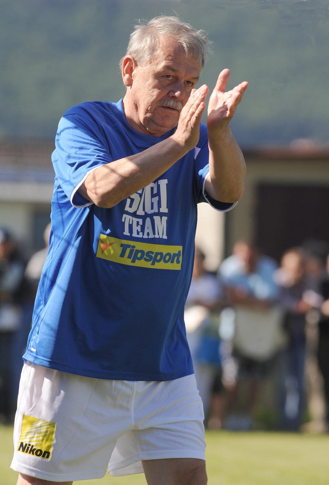 Karel Šíp si také rád občas zahraje fotbal