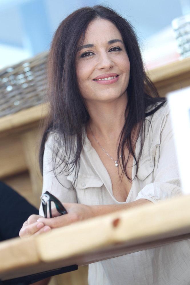 Míša hraje v komedii o lásce a sexu Tři v háji, kde ovšem její vztah skončí šťastně.