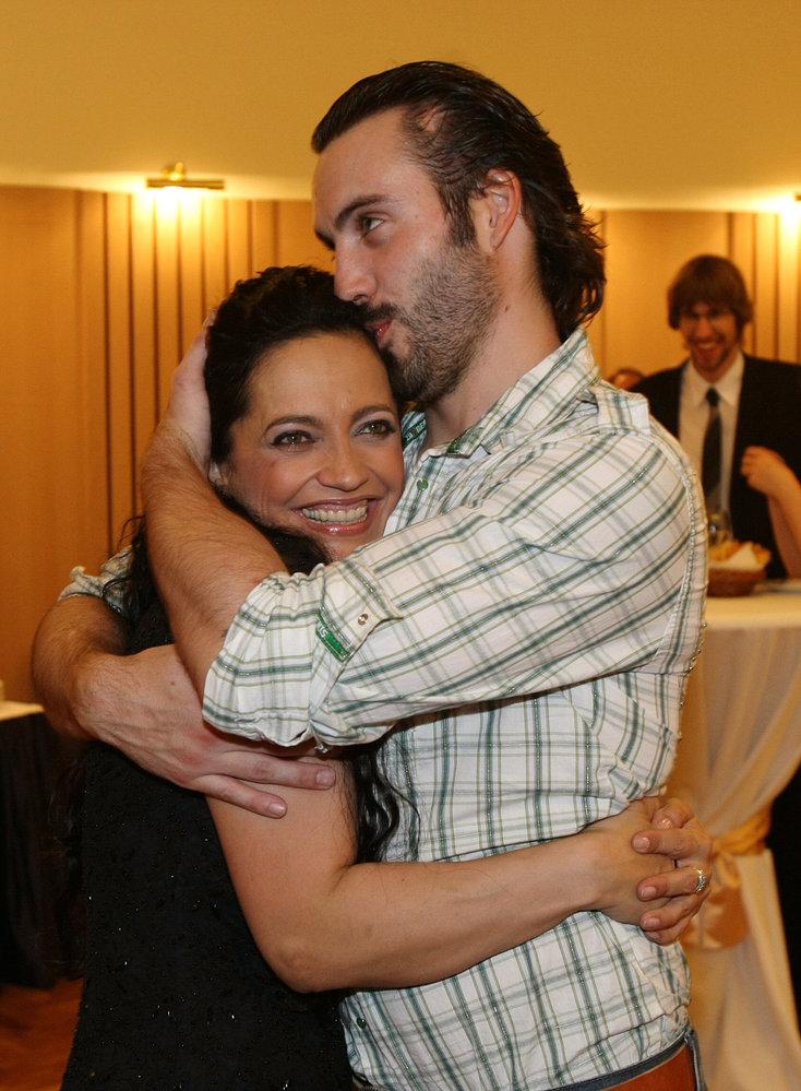 Rok 2008 - Krátce před rozvodem se k sobě tulili, v září manželství skončilo.
