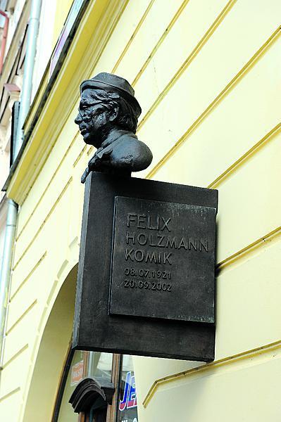 Na náměstí v Litoměřicích má Holzmann svoji bustu