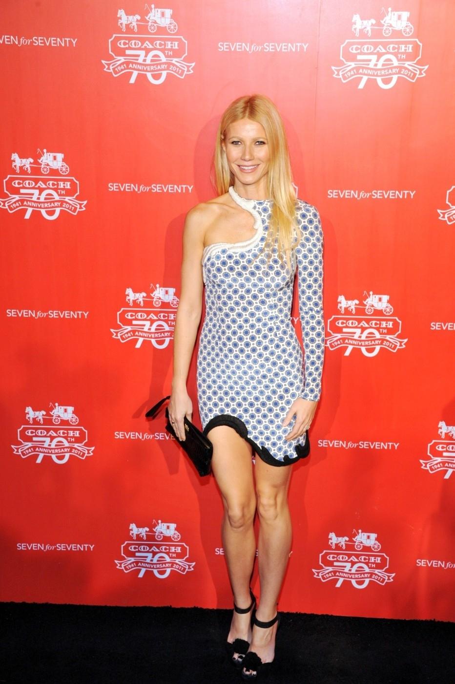 Gwyneth v šatech s nápaditým výstřihem