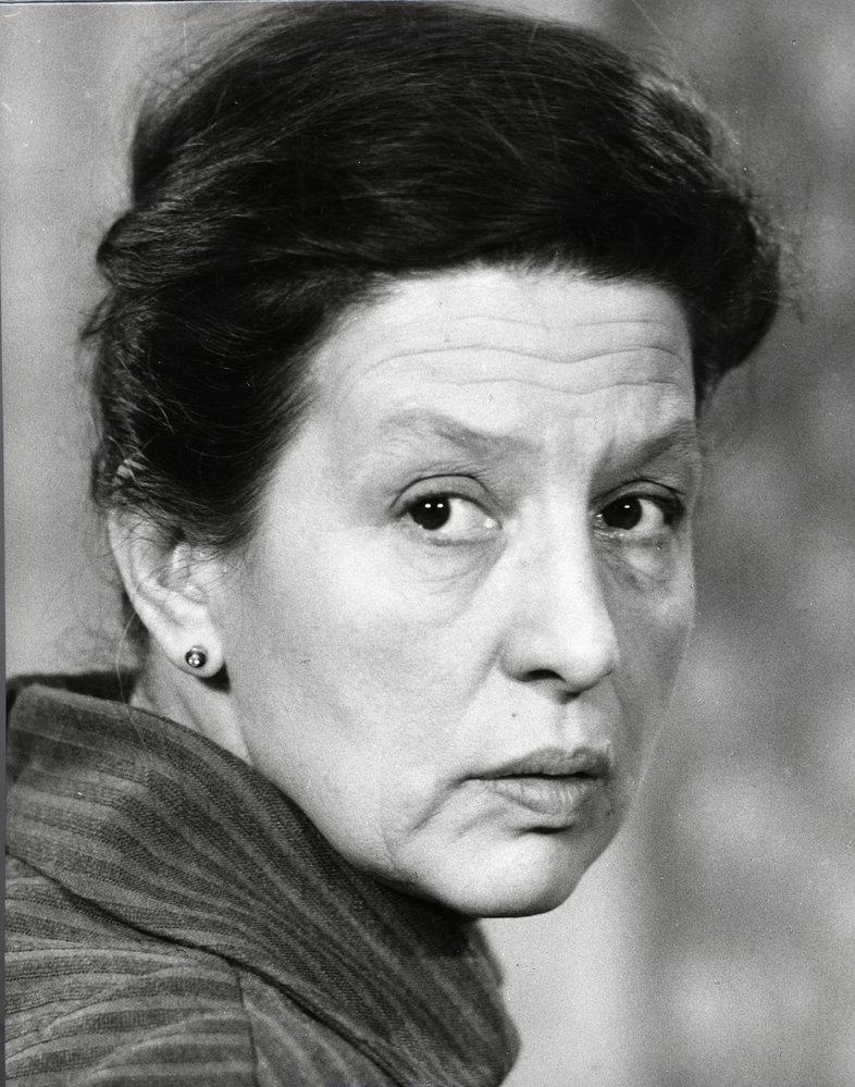 Dana Medřická byla herečkou velkých rolí. Lidé ji milovali, chodily jí každý rok stovky dopisů, lidé jí nebývale důvěřovali.