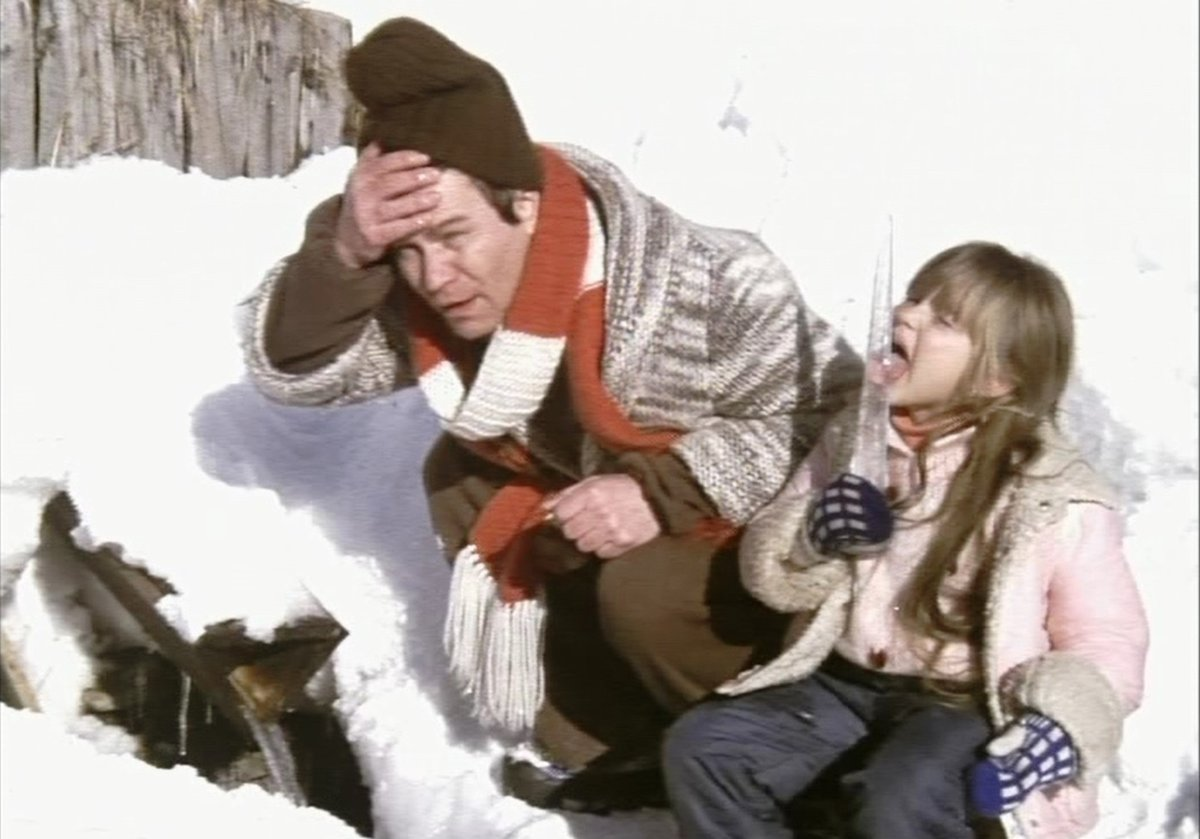 Kačenka jde celou dobu v bačkůrkách. Přepínám. To má smůlu. V čem bude lyžovat? Přepínám.
