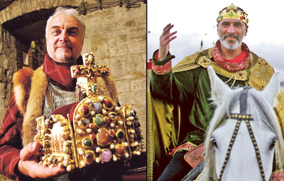 Čech pomyslně předal korunu Suchařípovi. David Suchařípa jako Karel IV. kynul nejen davu, ale i Vladimíru Čechovi do nebe