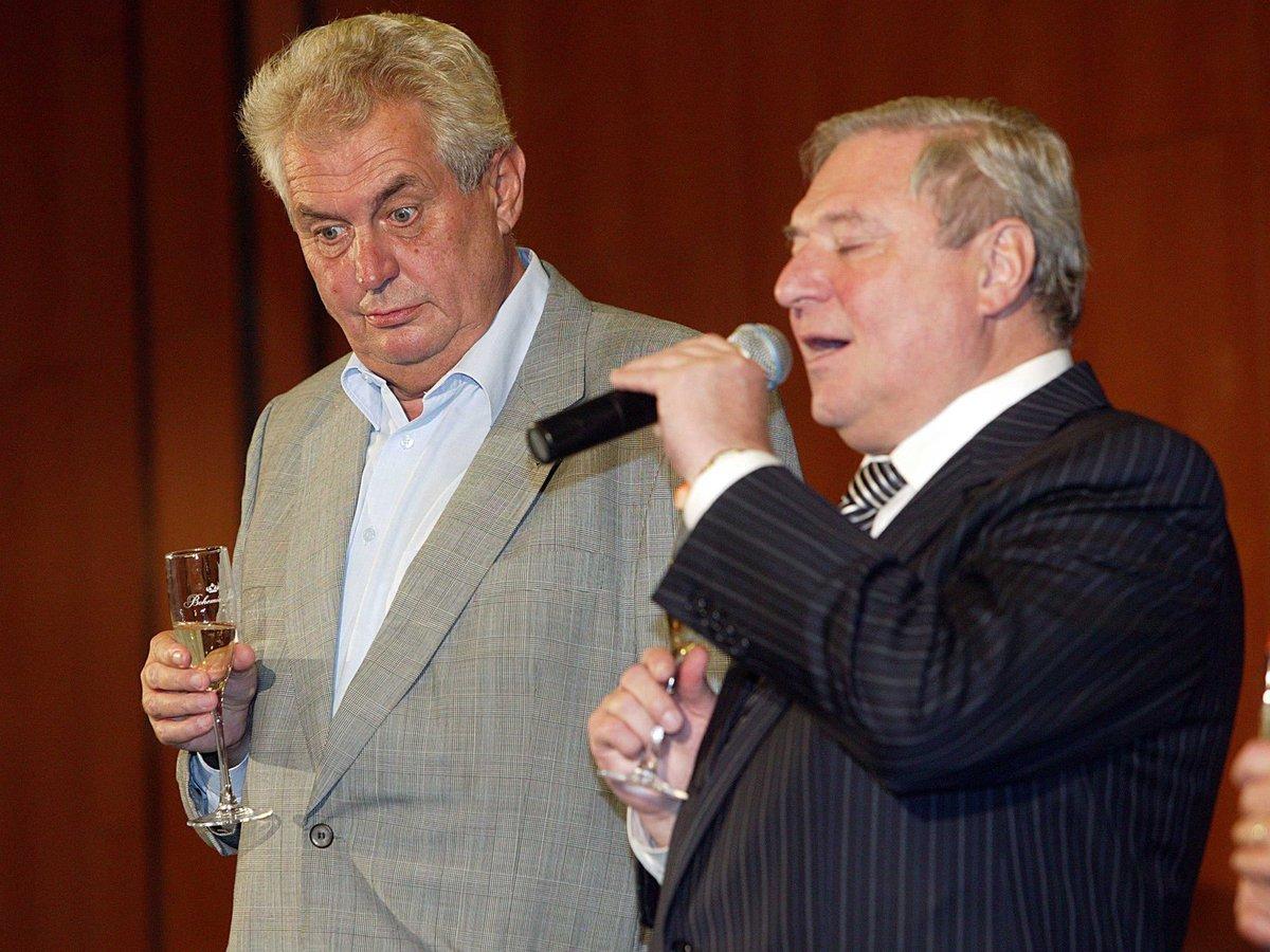 Lobbista Miroslav Šlouf (vpravo) má být jedním z těch, které údajně tajně odposlouchával obviněný policista