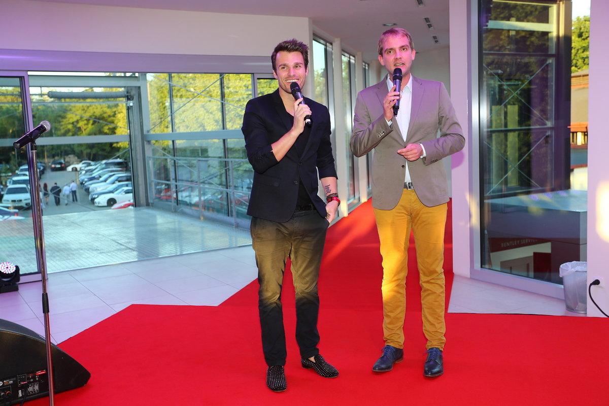 Mareš zvolil černý oblek, ke kterému si obul polobotky své oblíbené značky Christian Louboutin za 35 tisíc korun.