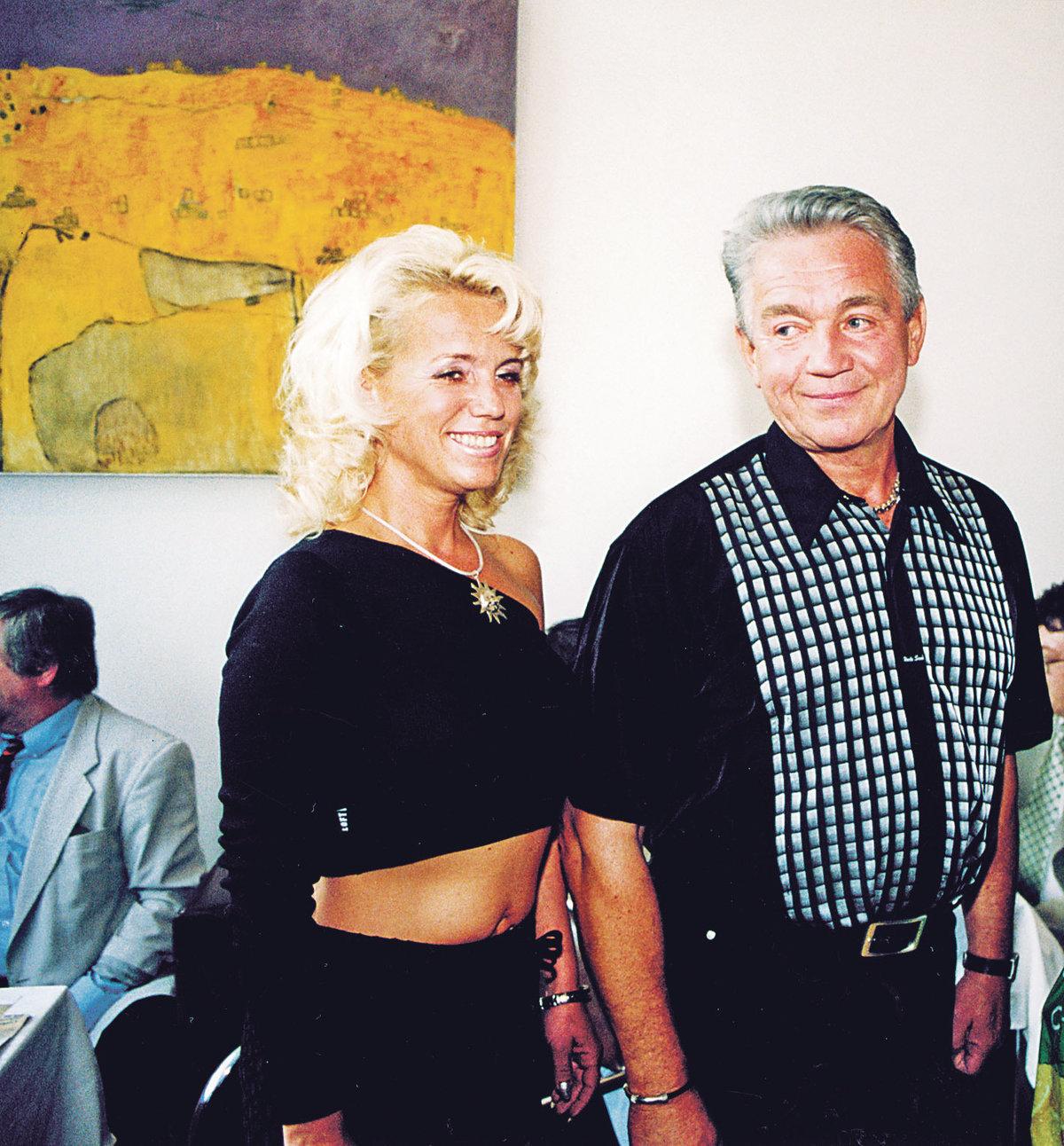 Krampol se svoují Haničkou v roce 2001.
