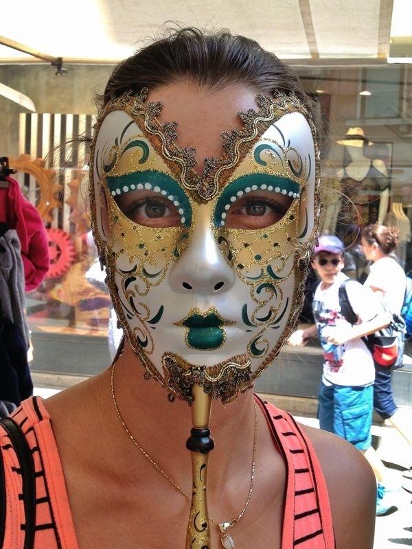 Kubelková si vyzkoušela také masku na maškarní ples