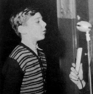 Mladý básník Šlouf recituje své dílo.
