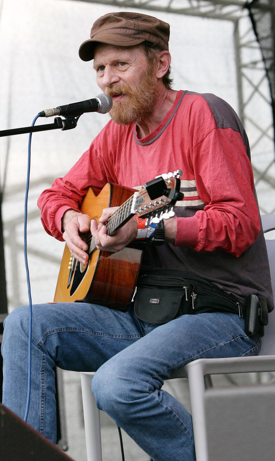 Jiří Schmitzer je hudebník.