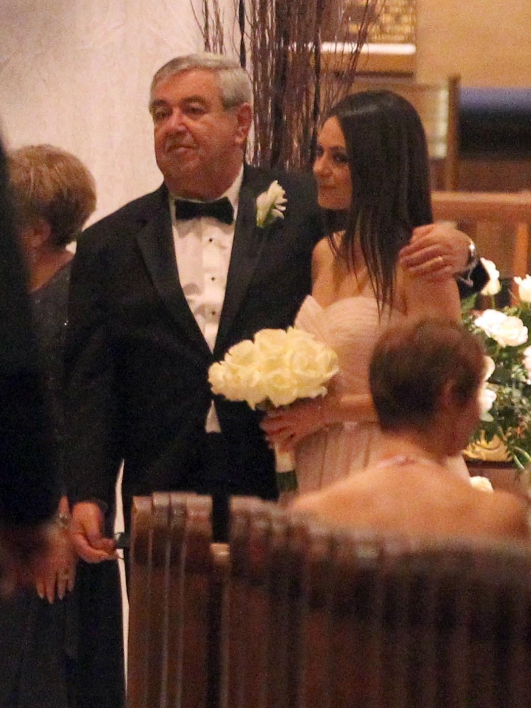 Mila se svým tatínkem vypadala jako pravá nevěsta.