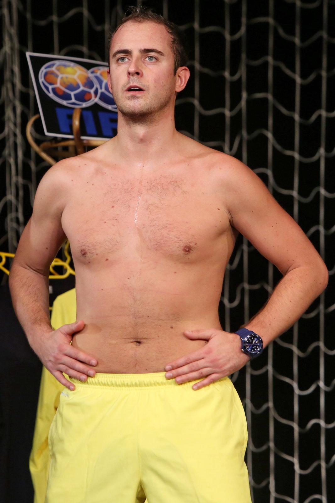 Při tom musel zatahoval svoje břicho, aby vypadal dobře.
