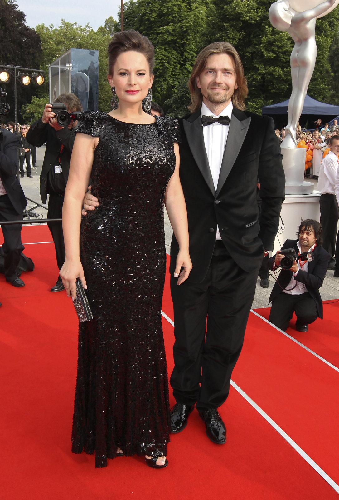 Jitka Čvančarová s partnerem na filmovém festivalu.