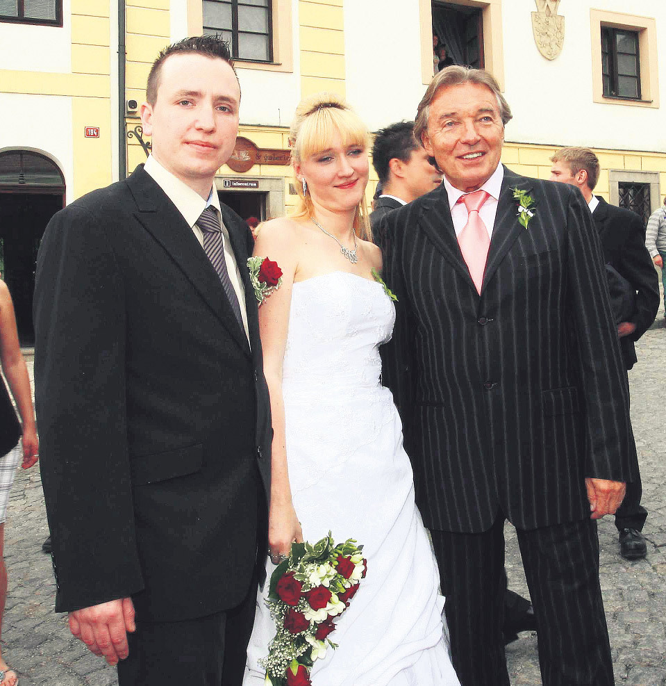 Honza a Lucie Kovaříkovi nedostanou od Karla Gotta balík.