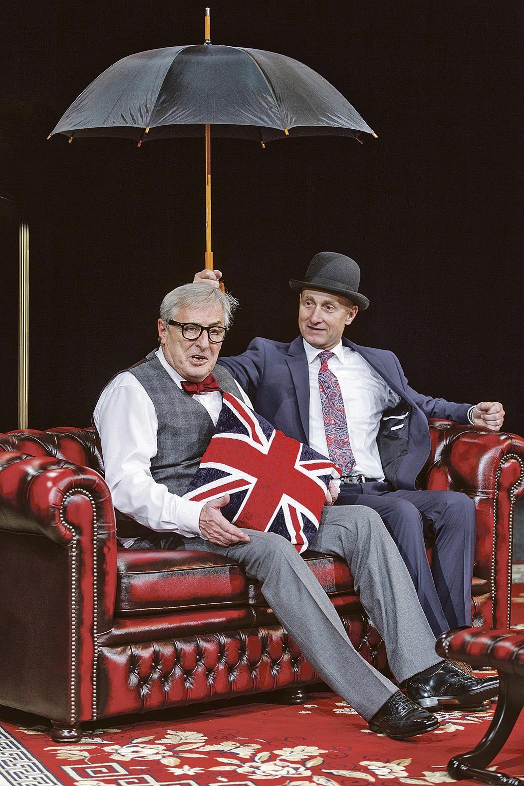 S Karlem Heřmánkem v komedii Jistě, pane premiére, kterou uvádí Divadlo Bez zábradlí.
