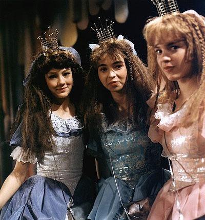 Herečku (vlevo) si diváci pamatují jako princeznu z pohádky Honza a tři zakleté princezny