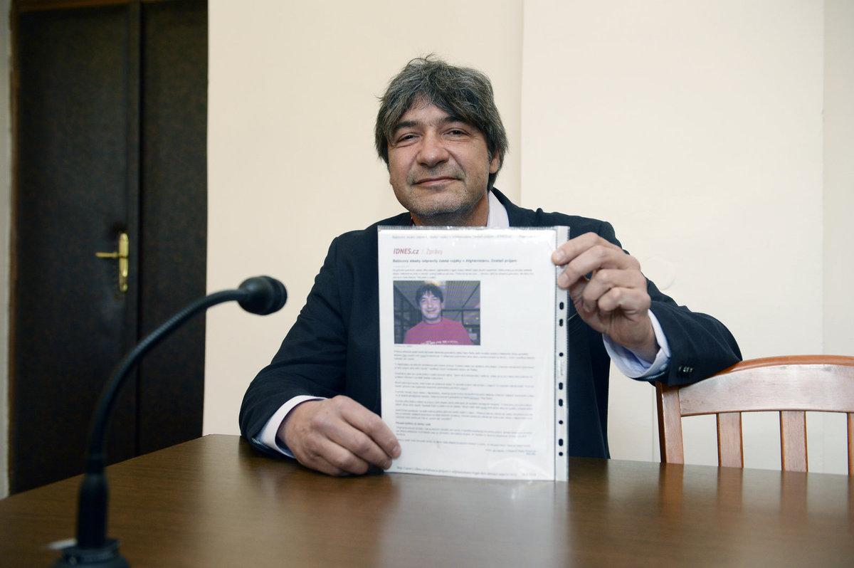 Jiří Babica se soudí s českým vydavatelstvím kvůli článku o tom, že polovina českých vojáků v Afghanistánu po jeho steakách měla průjem.