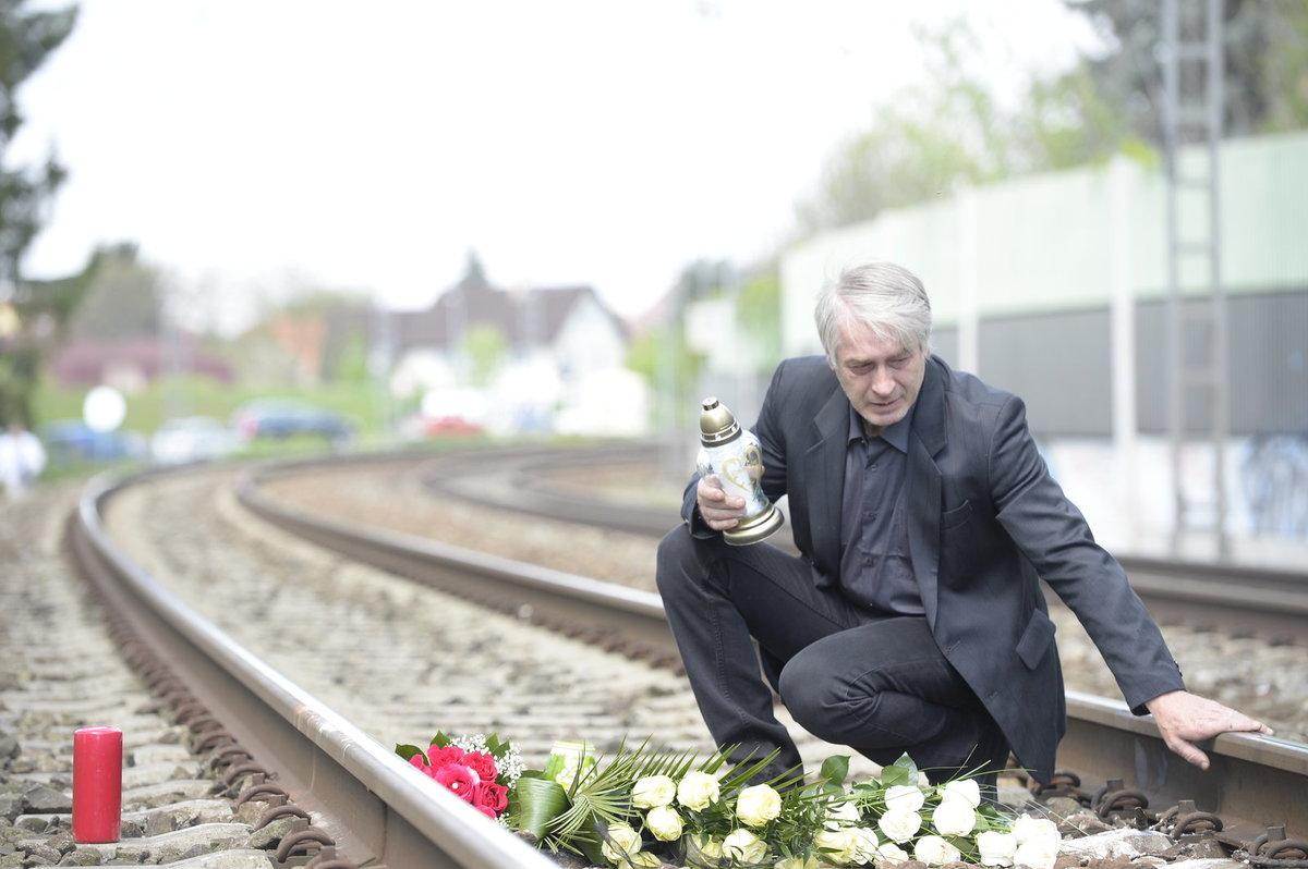 Den po smrti Bartošové Rychtář navštívil místo tragédie. Položil zde nejen květiny, ale zapálil i svíčky.
