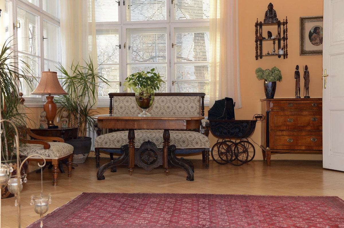 Vila Luďka Soboty je plná starožitností.