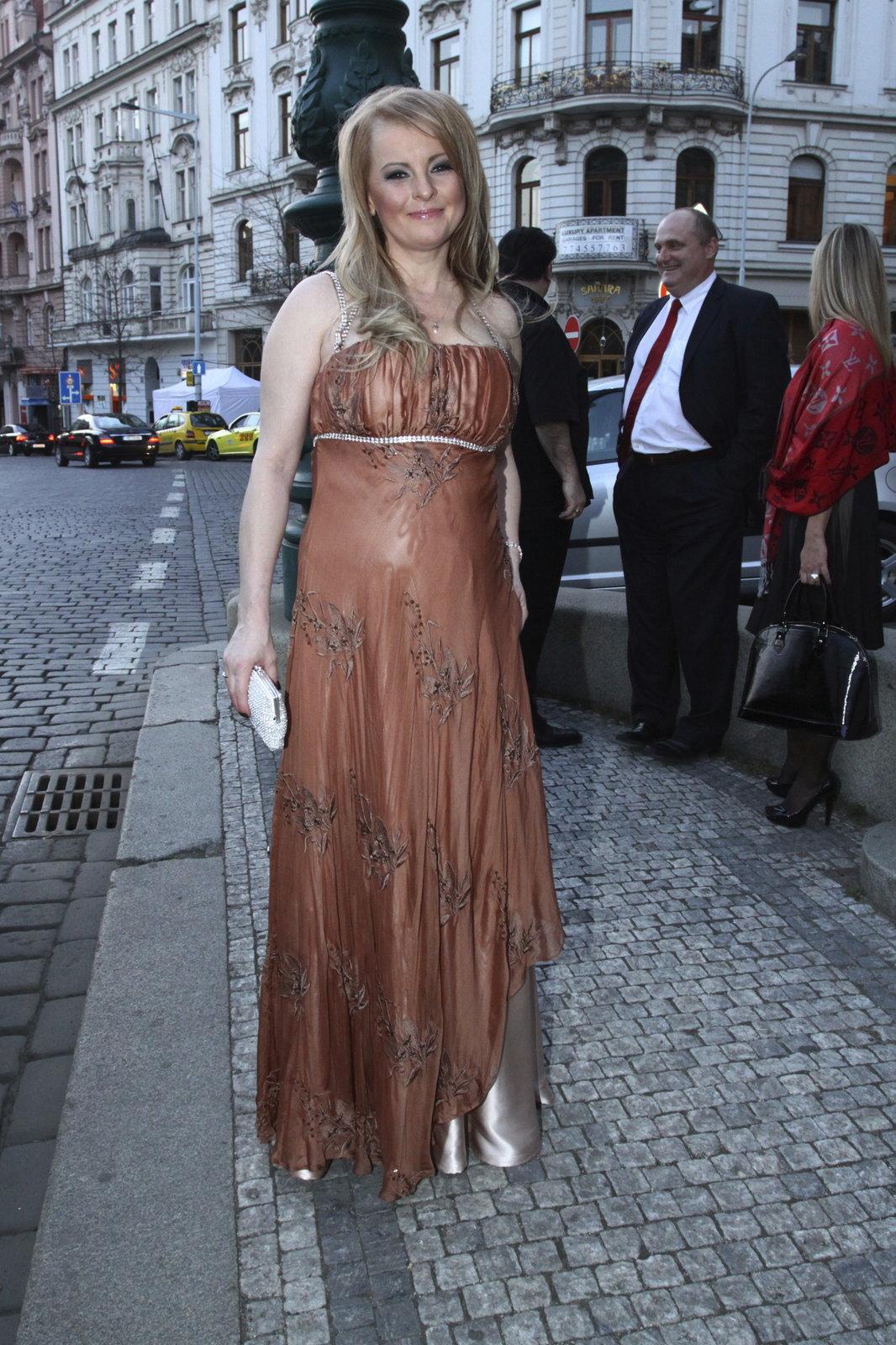 Iveta zazpívala hned na prvním koncertu Královen popu v roce 2000, poté dostala ještě dvě pozvání, ale kvůli zdravotním potížím vystoupení nakonec zrušila.