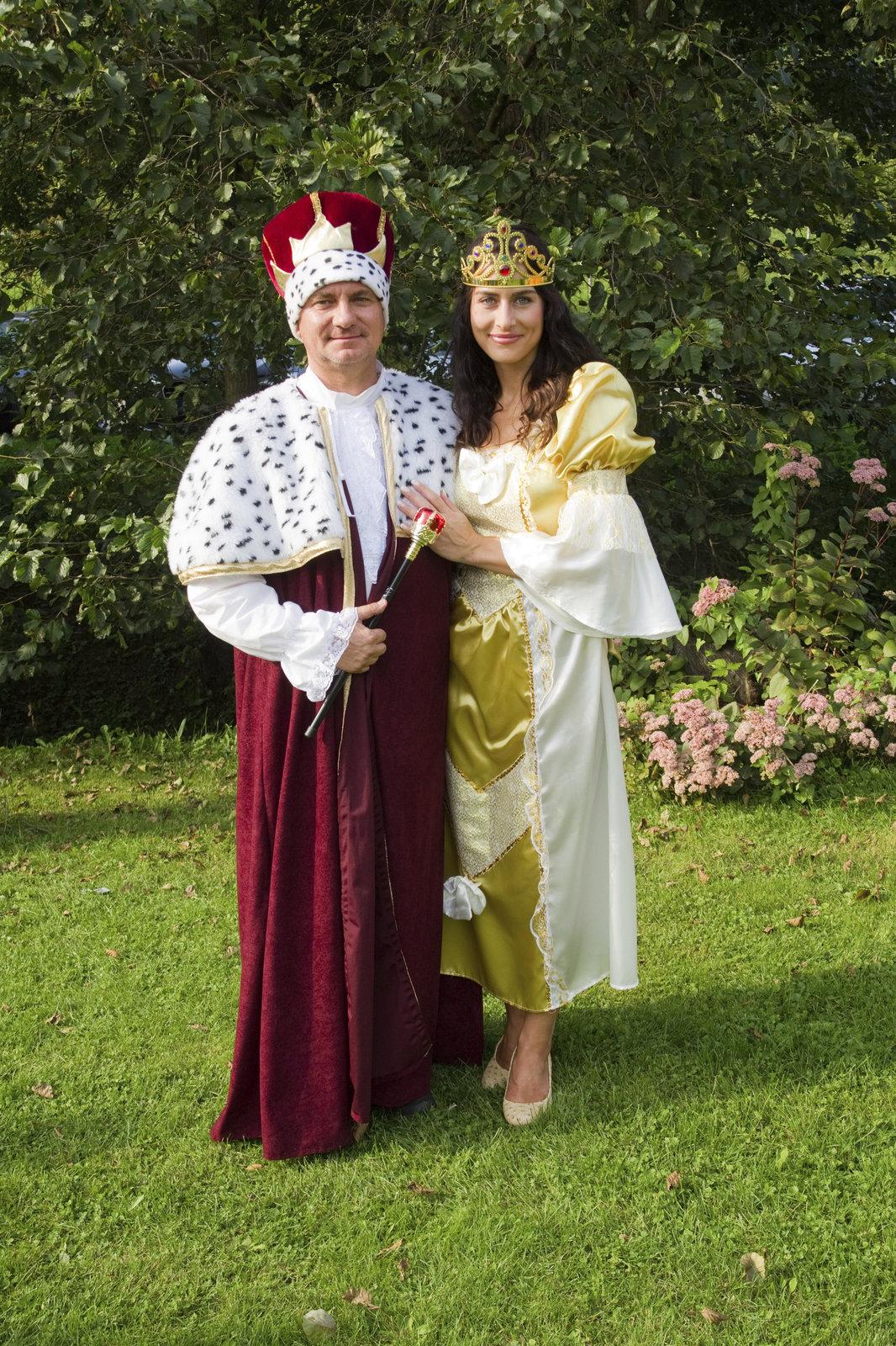 Kancléř Vratislav Mynář s krásnou televizní moderátorkou Alex coby princeznou potěšili děti na pohádkové charitativní akci