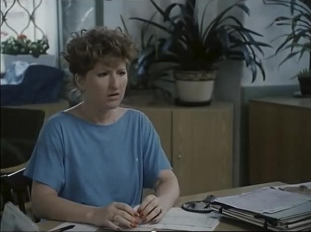 Jaroslava Kretschmerová jako Evík. Byla praštěná sekretářka na místním úřadě v Hošticích.