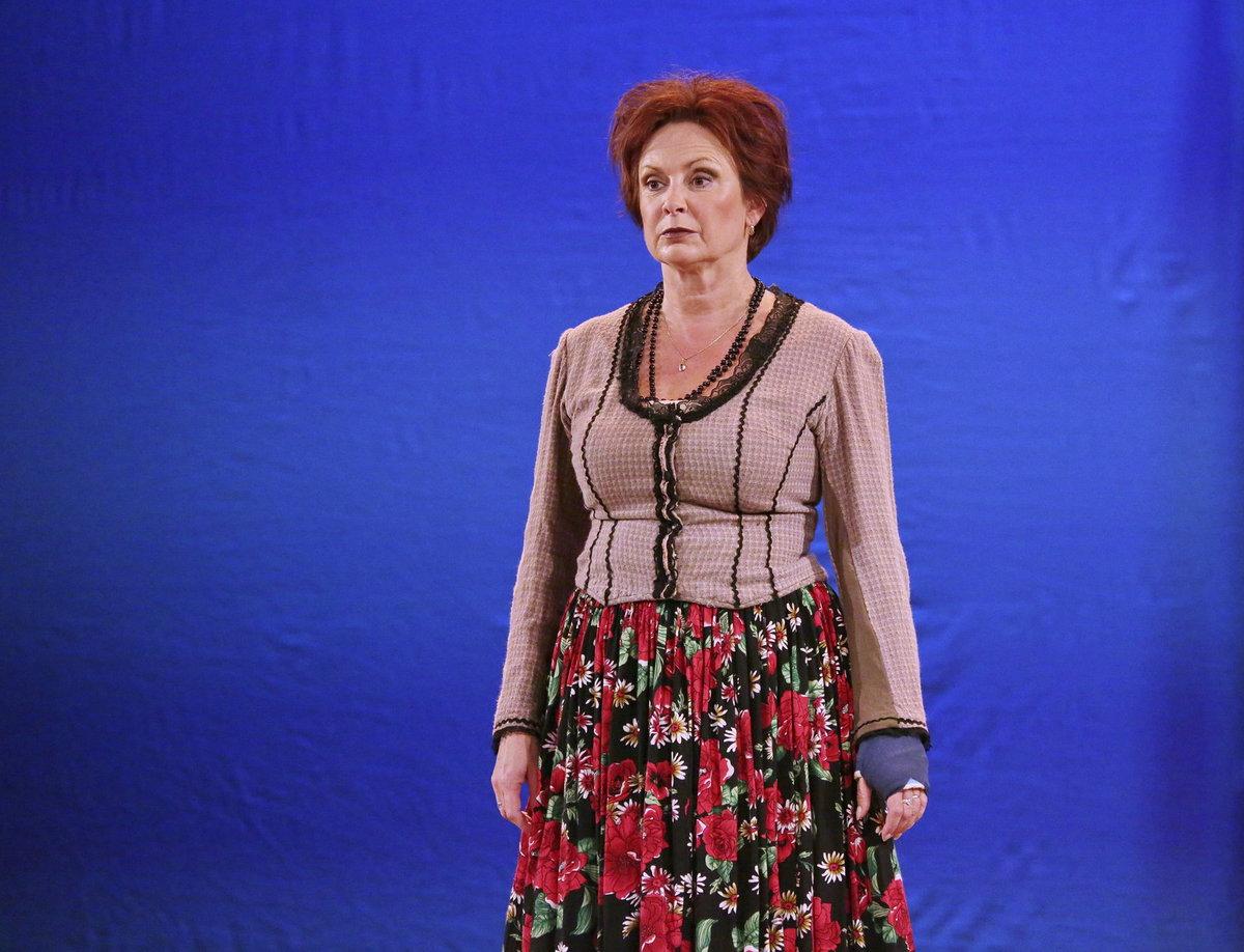 Ilona Svobodová hrála v Našich Furiantech s ortézou.