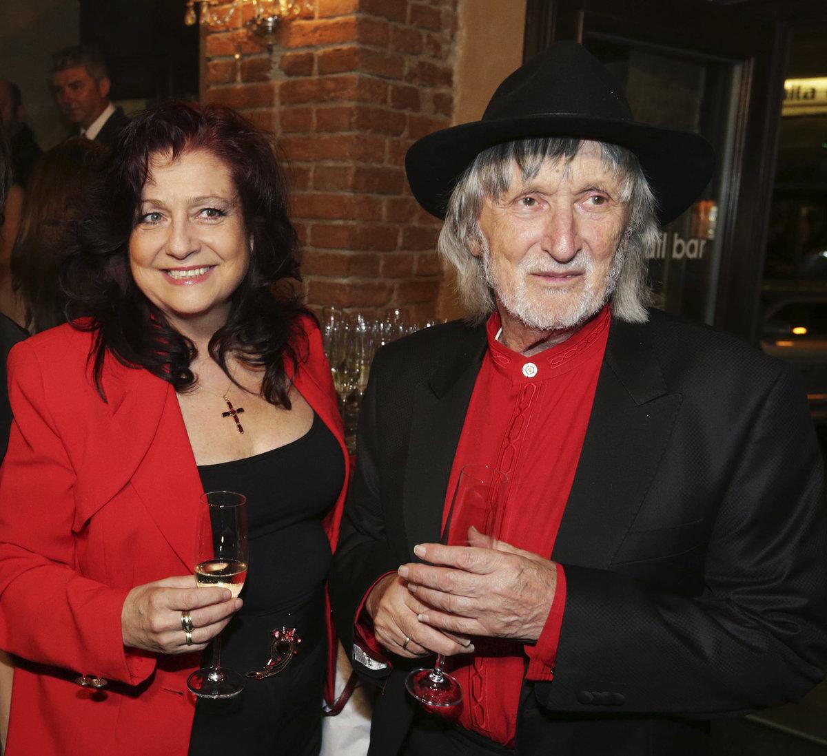 Juraj Jakubisko (76), režisér (vpravo)