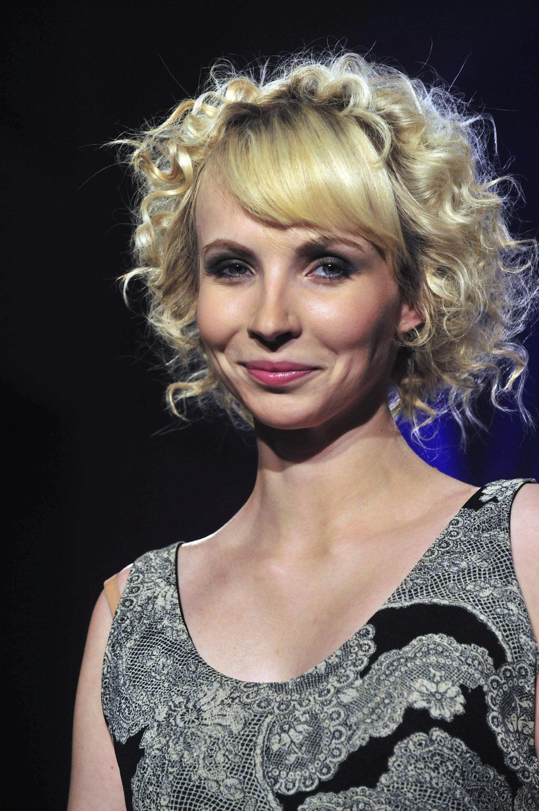 Jana Plodková svými křivkami umí zaujmout.