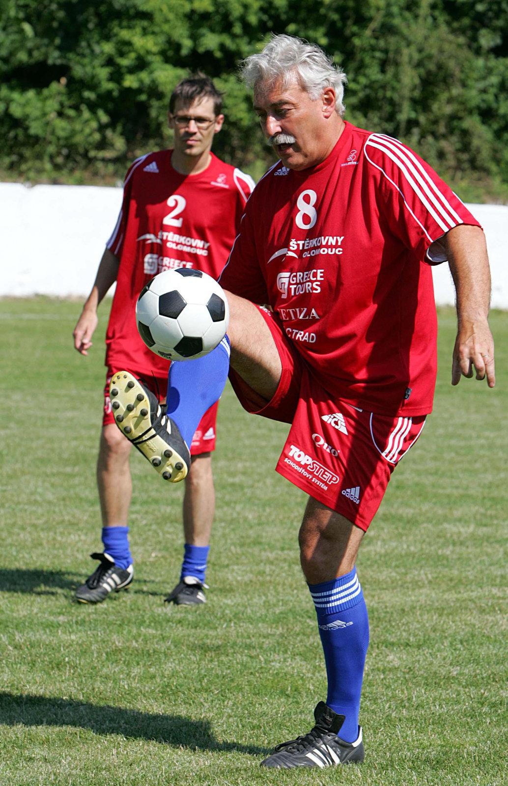 Rosák je vášnivý sportovec, kromě fotbalu holduje také tenisu a golfu.