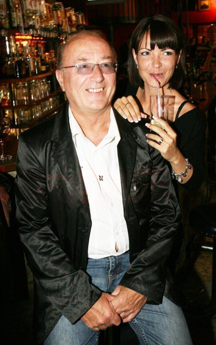 1.Petr Janda si se svou ženou Alicí ve společnosti už dlouho nedopřávali tolik vzájemné něžné pozornosti...