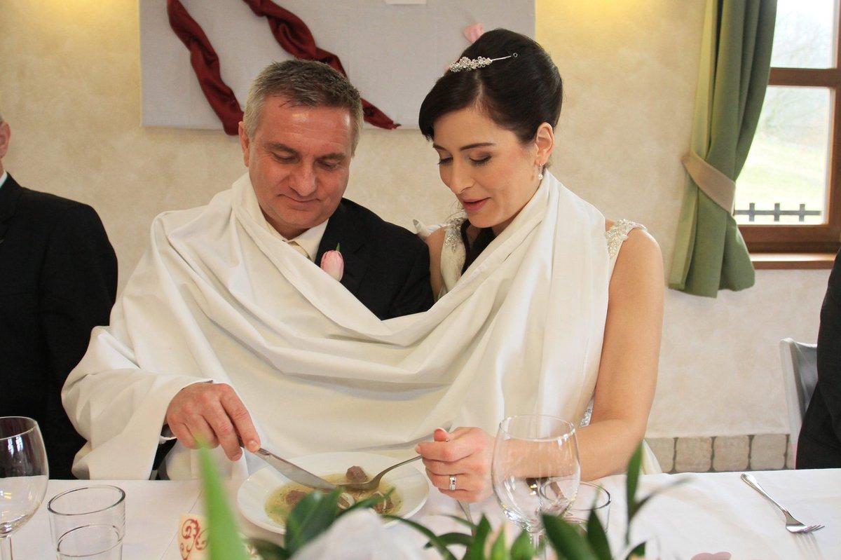 Svatební hostina: Novomanželé Mynářovi dostali tradiční knedlíčkovou polévku