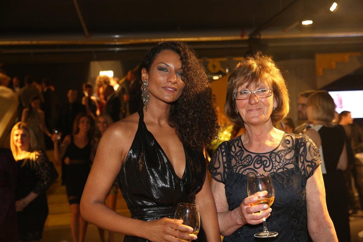 Lejla s maminkou