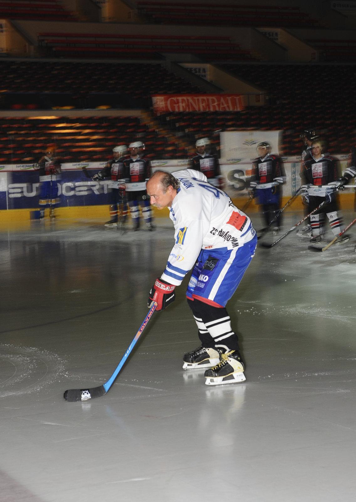 Pavel Nový má vášeň pro hokej.