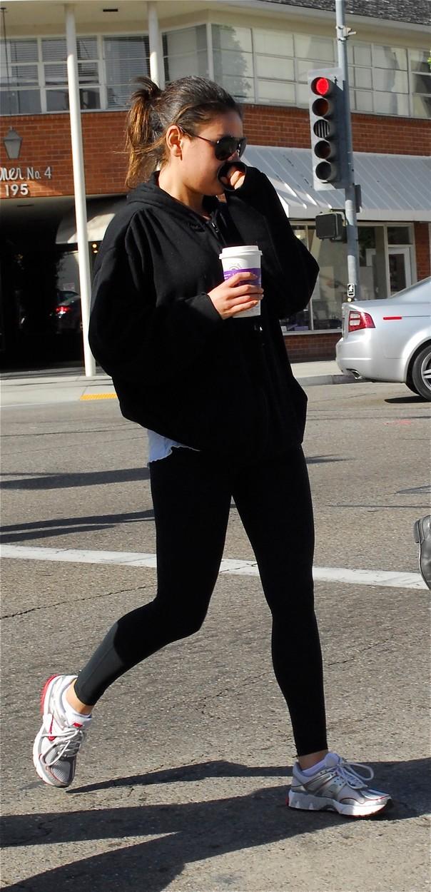 Posedlý fanoušek, který Milu Kunis sledoval, utekl z psychiatrické kliniky.