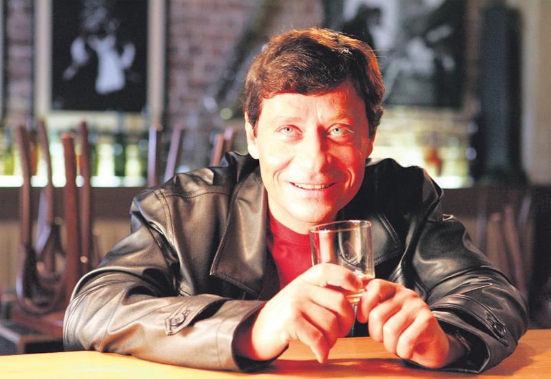Pavel Kříž v seriálu dospěl až k alkoholismu. Teď se ho rozhodli na čas odstranit.